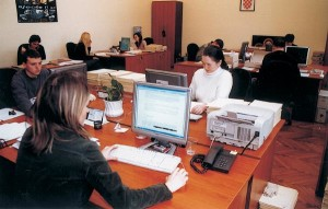 Malobrojni i uglavnom mladi djelatnici vrijedno istražuju dokumente i arhivsko gradivo iz Domovinskog rata